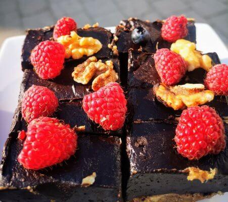 Nekeptas šokoladinis pyragas be miltų